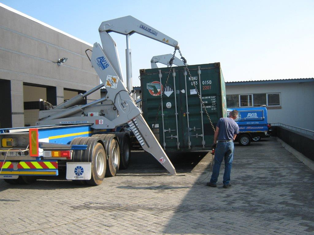 container-lifts2